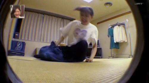 転ぶ菊地亜美