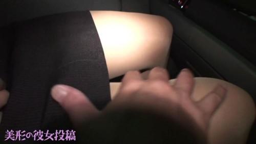 艶めかしい彼女のパンスト脚を触る彼氏